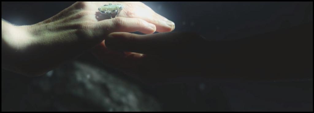 Beyond the Veil - Podání ruky